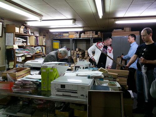 Магазинчик японского оружия не слишком похож на магазин, скорее на стол заказов