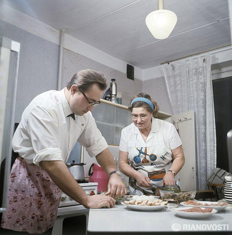 10. Обязательно было приготовить оливье, холодец, заливную рыбу, морковный и свекольный салаты, селе