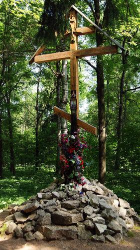 Поклонный крест на месте строительства Харлампиева монастыря