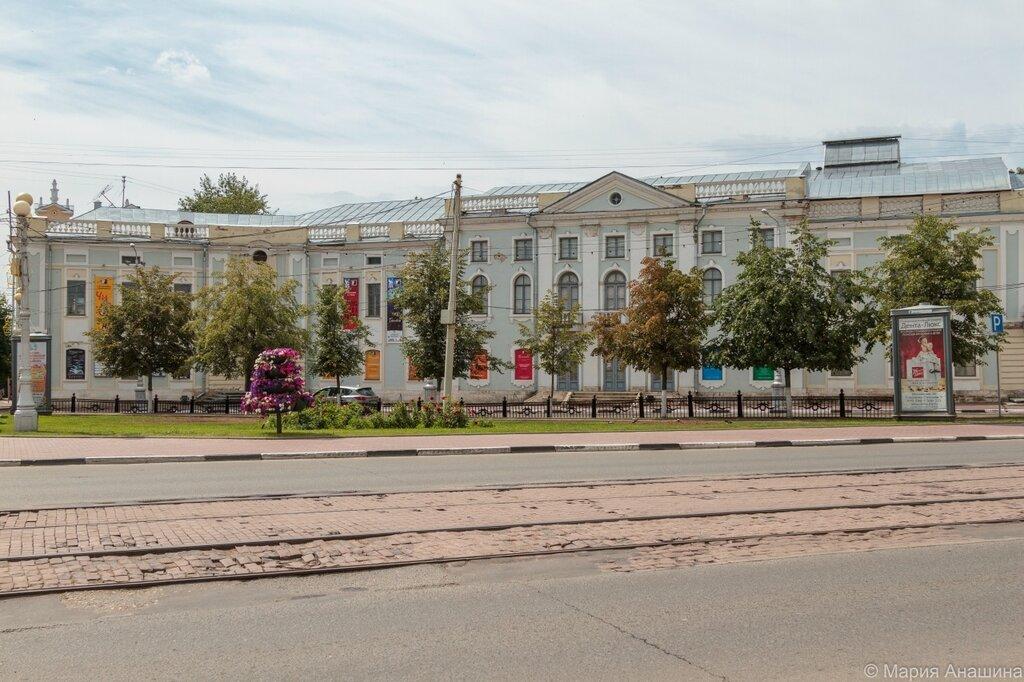 Театр юного зрителя, площадь Ленина в Твери