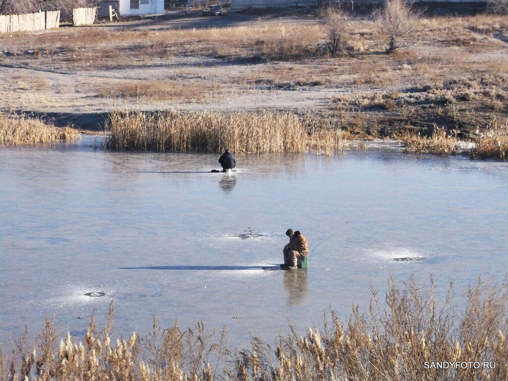 Первые рыбаки на реке