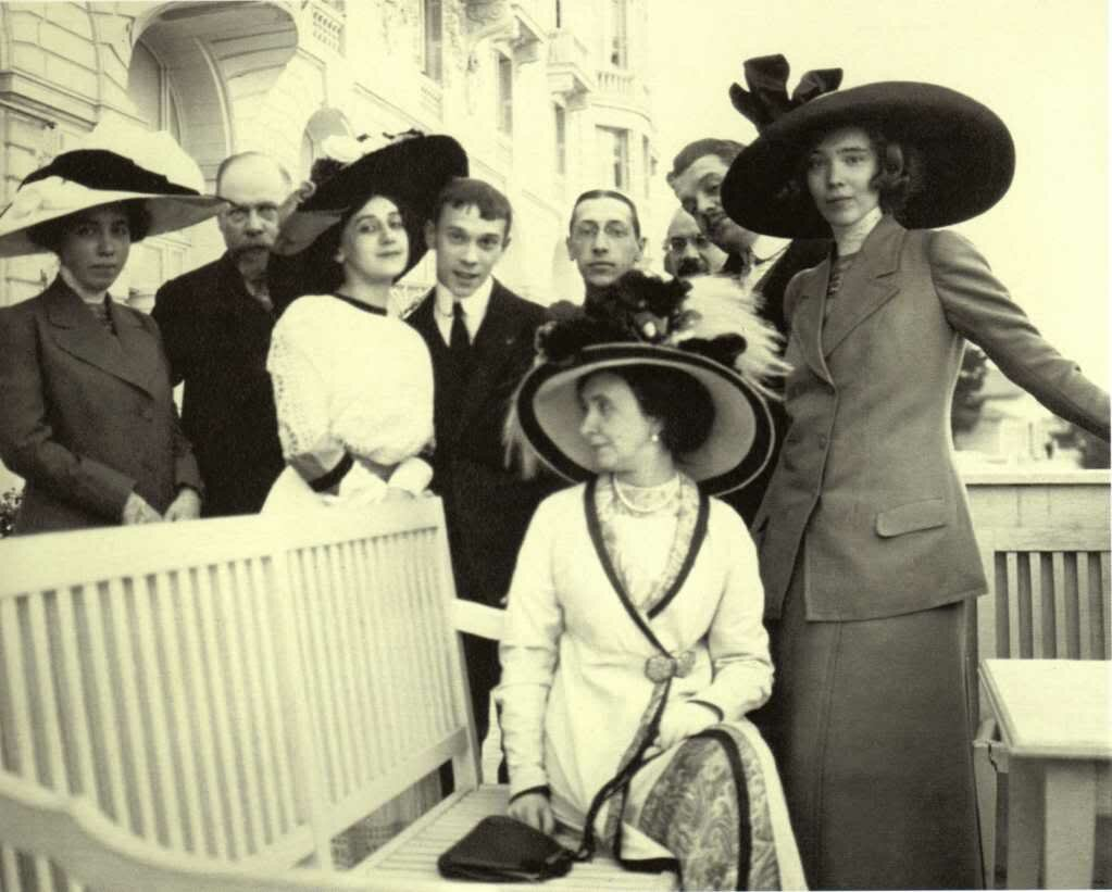С.Дягилев с друзьями в Ницце (в центре – Т.Карсавина, В.Нижинский, И.Стравинский) 1911