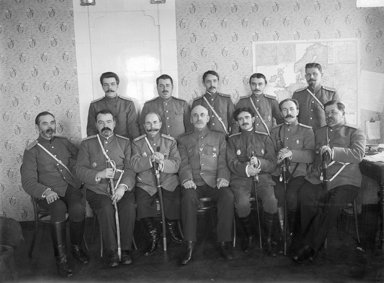 Группа военных врачей. Эвакуационное бюро. к. XIX – н. ХХ вв. г.