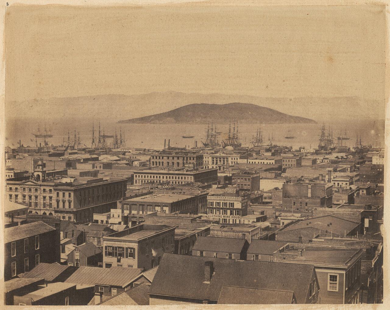 Взгляд на город со стороны Стоктон-стрит, видны кварталы между улицами Вашингтона и Сакраменто