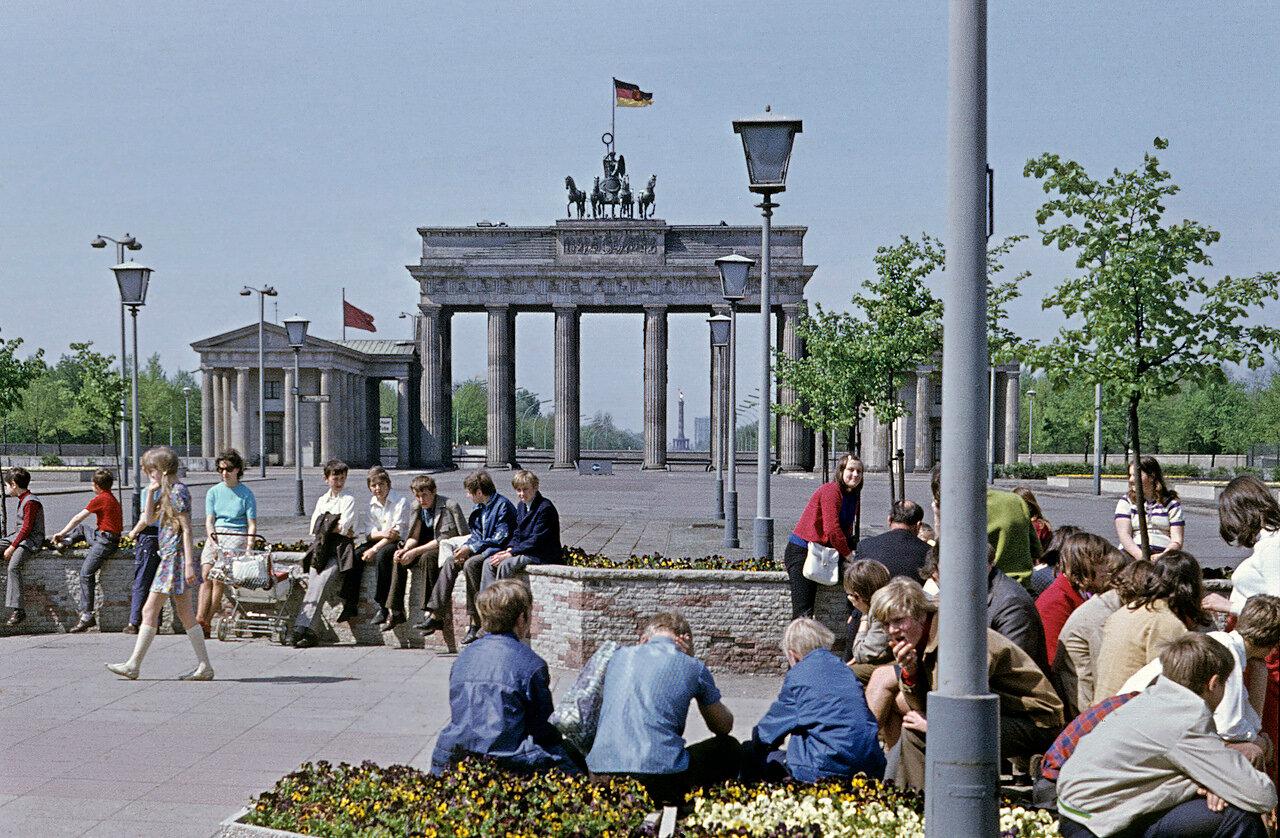 1965. Бранденбургские ворота