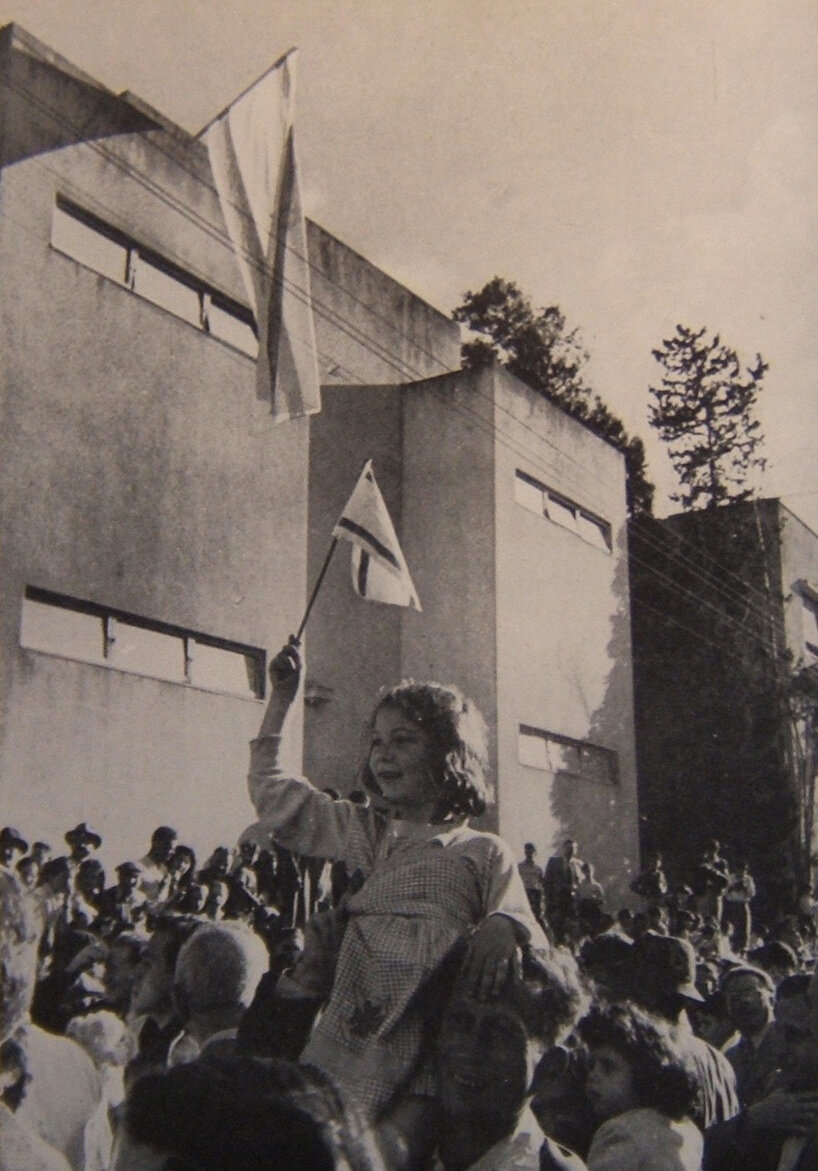 1948. Возле музея в Тель-Авиве, где была принята Декларация Независимости