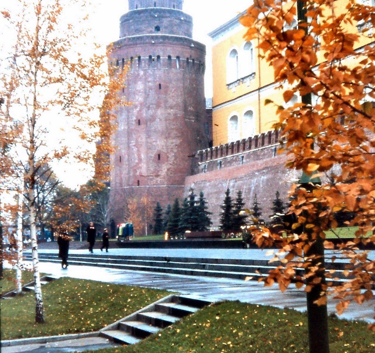 MOSCOU - Parc Alexandre et la tour d'angle de l'Arsenal