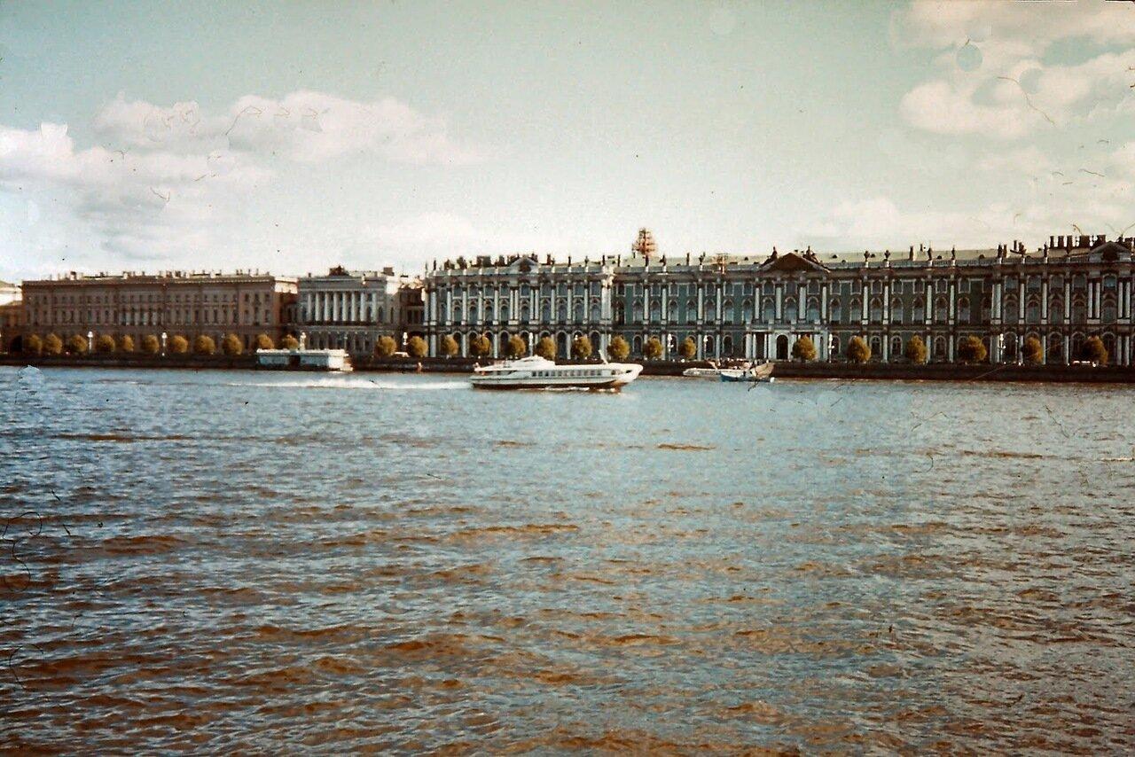 Léningrad - la Neva et l'Ermitage