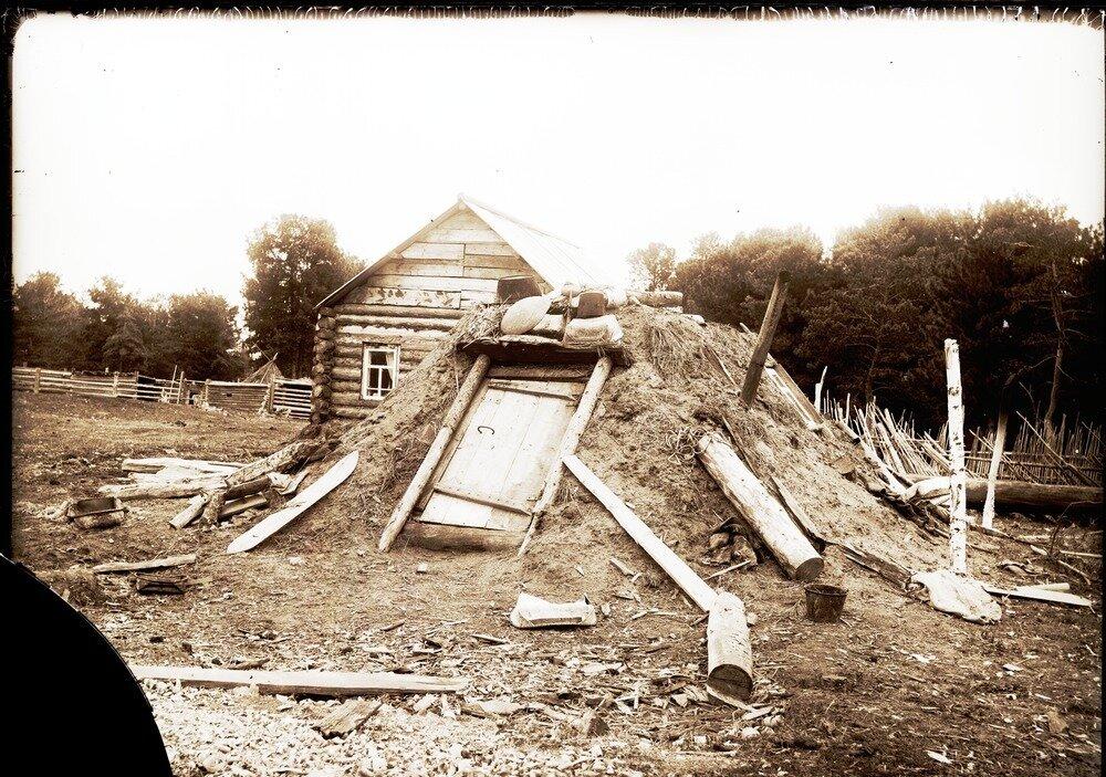 1913. Село Ларьяк. Остяцкая землянка
