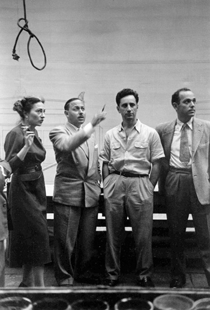 1947. Рене Селзник, Теннесси Уильямс и Элиа Казан на Бродвейской постановке пьесы «Трамвай Желание»