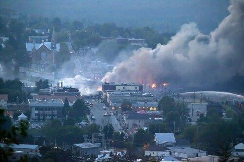 Канада, взрыв поезда — город залили потоки горящей нефти