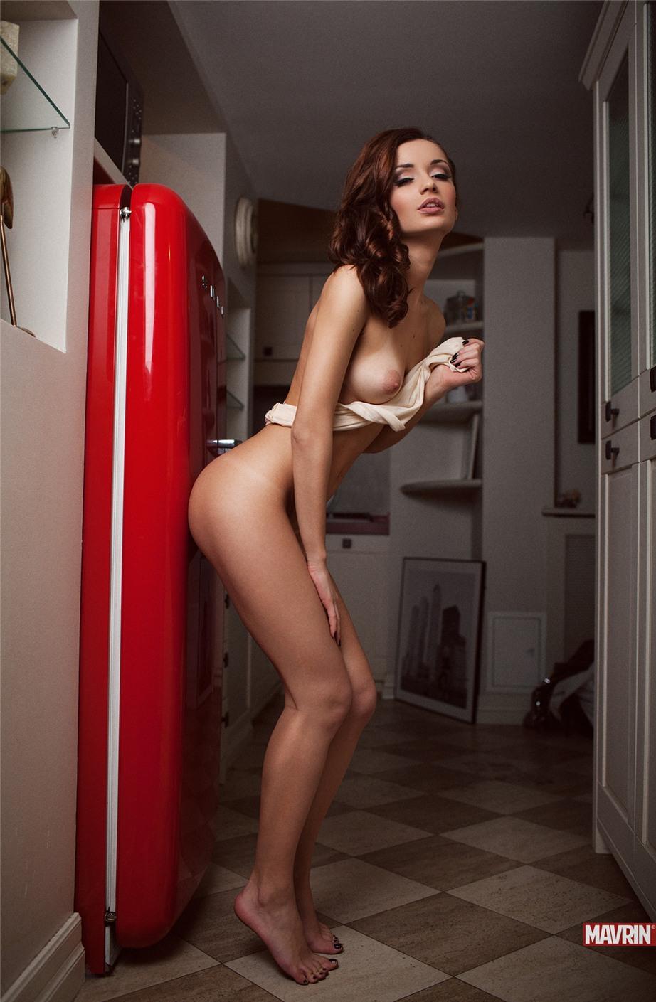 сексуальные голые девушки на эротических фотографиях Александра Маврина