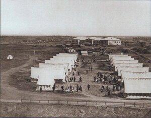 Вид на палатки, в которых размещены раненые русские солдаты