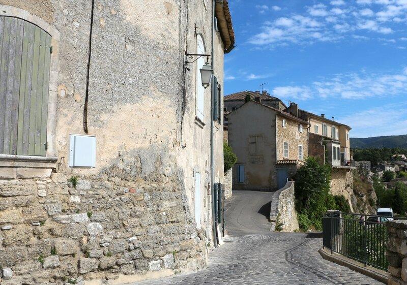 Деревня Менерб (Menerbes).