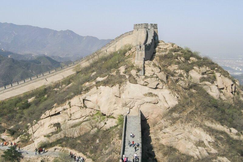 Стена и скала, Великая китайская стена, Бадалин