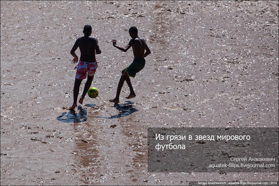 Футбол на бразильском пляже