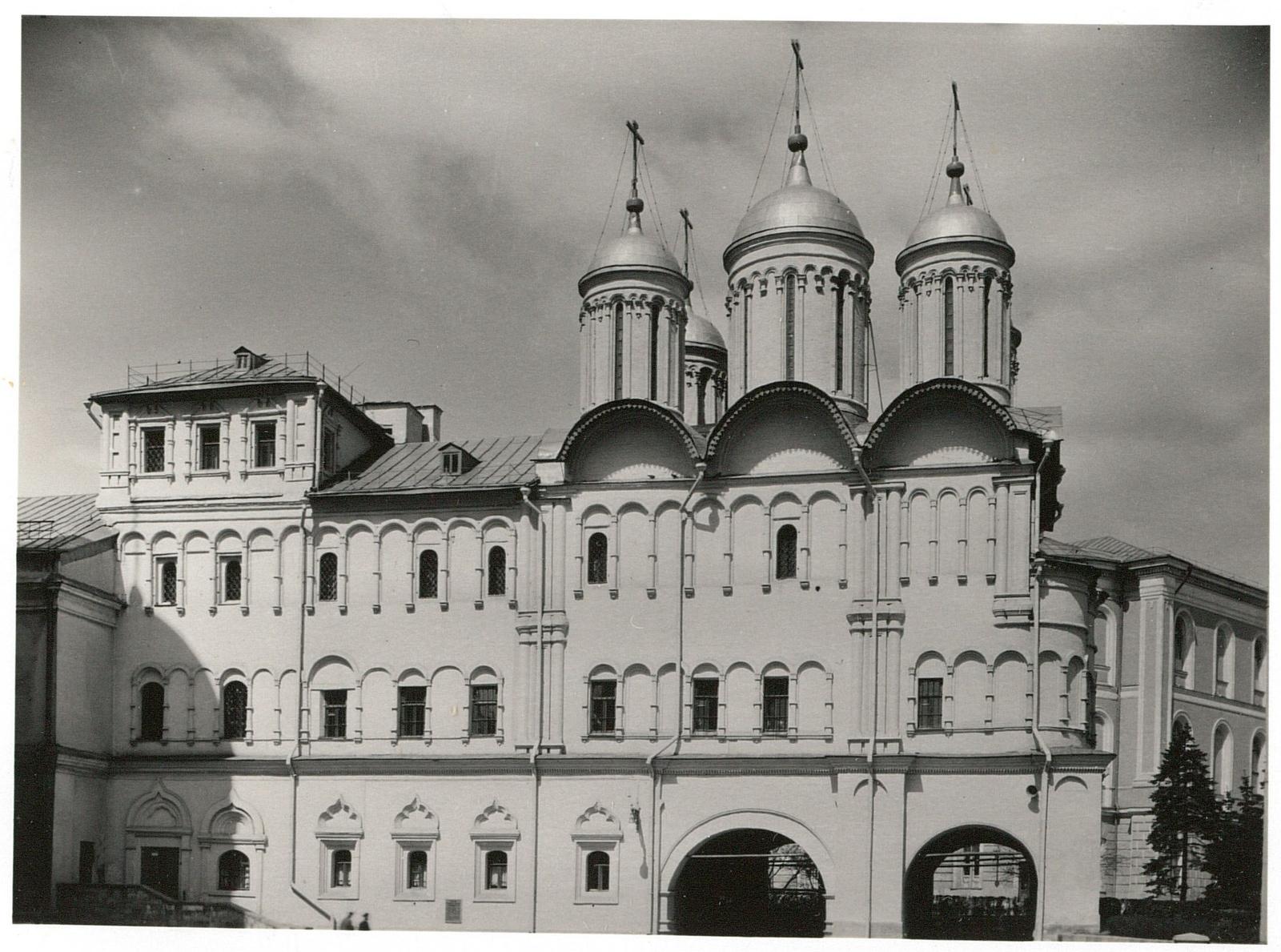 Кремль. Патриарший дворец и церковь Двенадцати апостолов, южная сторона