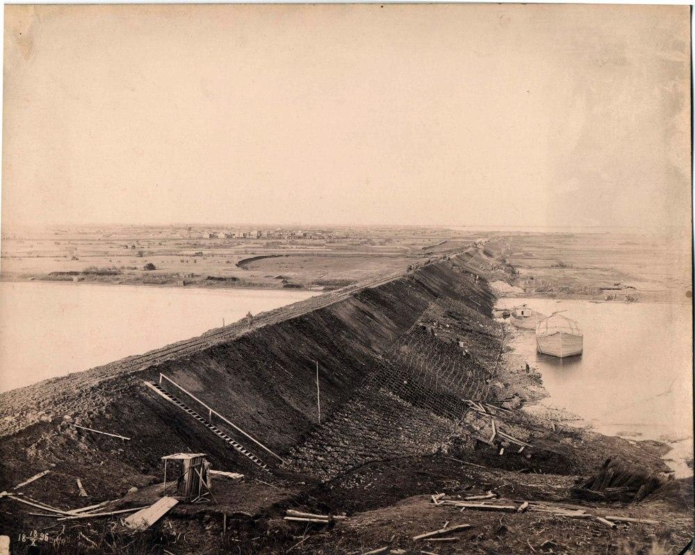 Сооружение дамбы через реку Исакогорку. 18 октября 1896