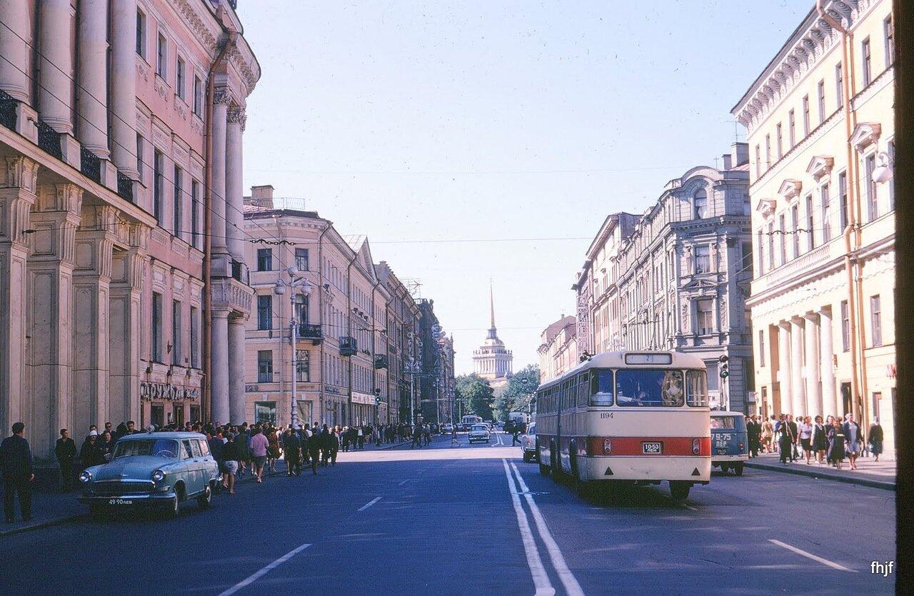 Nevsky Ave toward Admiralty