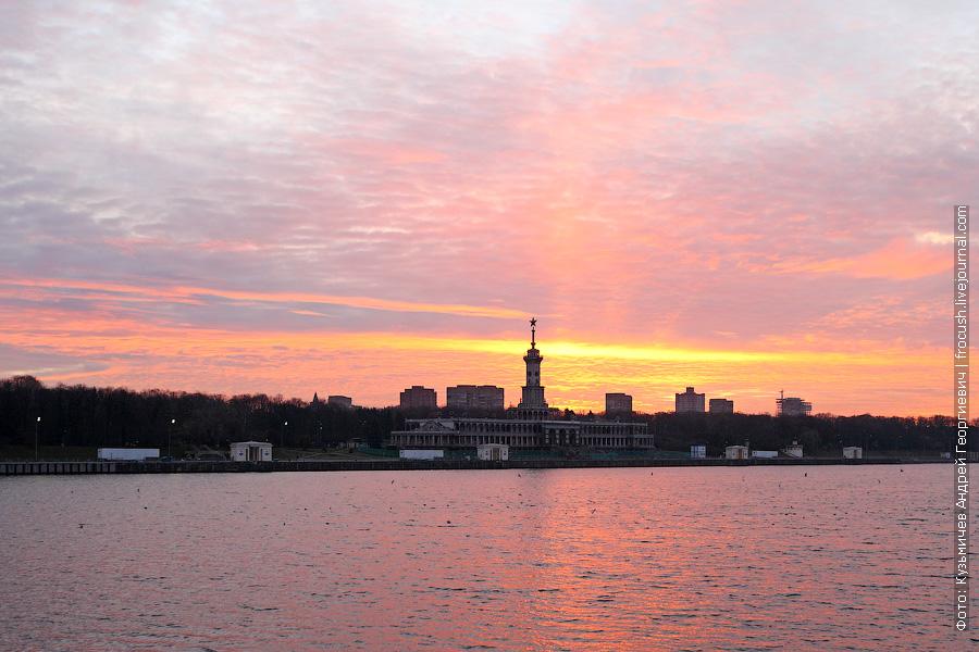 Утренний Северный речной вокзал