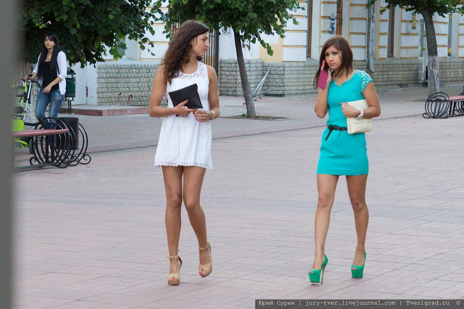 Женщины в колготках на улице фото 677-670
