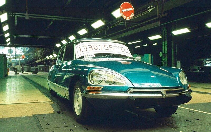 24 апреля 1975 года конвейер завода покинула последняя из Богинь.jpg