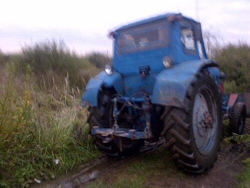 Чем круче джип, тем дальше бежать за трактором