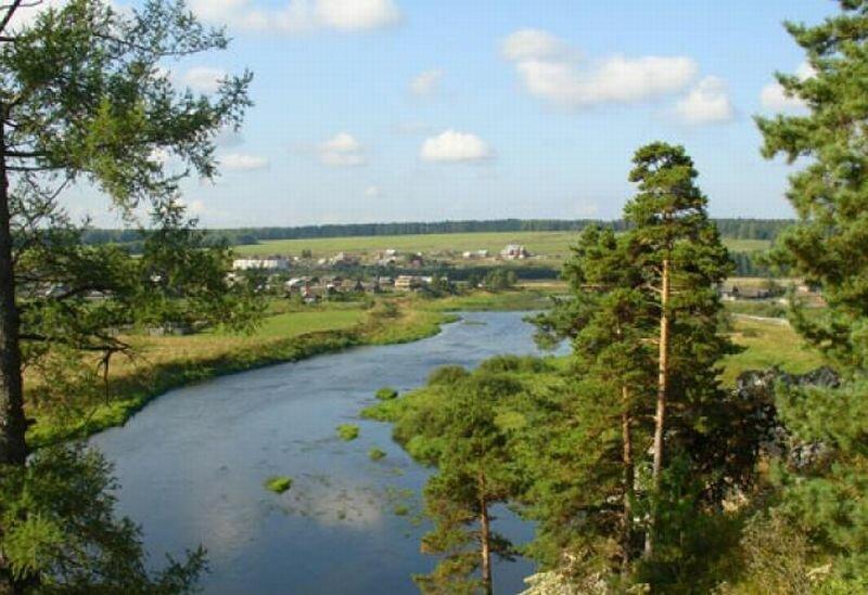 Вдоль берегов реки Чусовая много деревень (24.05.2013)