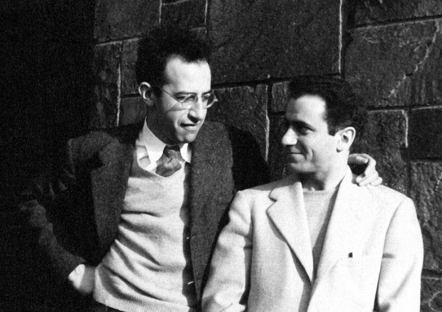 В 1950 году Барр узнал о суде над супругами Розенбергами, с которыми был знаком, и бежал в Чехослова