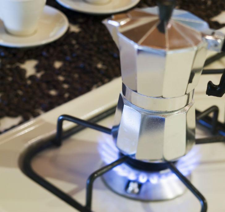 Если вы варите кофе в турке, всегда включайте на плите самый маленький огонь. Понимаю, конечно, что