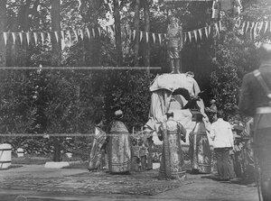Почетный караул у памятника шефу полка , великому князю Михаилу Николаевичу в день его открытия.