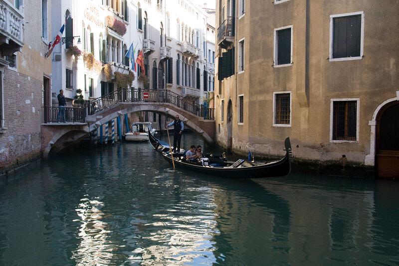 Венеция содержит огромное количество каналов
