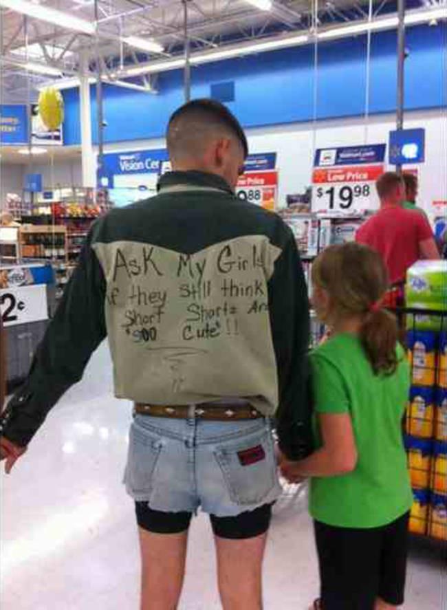 """Папа и шорты Спросите моих девочек, считают ли они все еще коротенькие шортики милыми"""""""