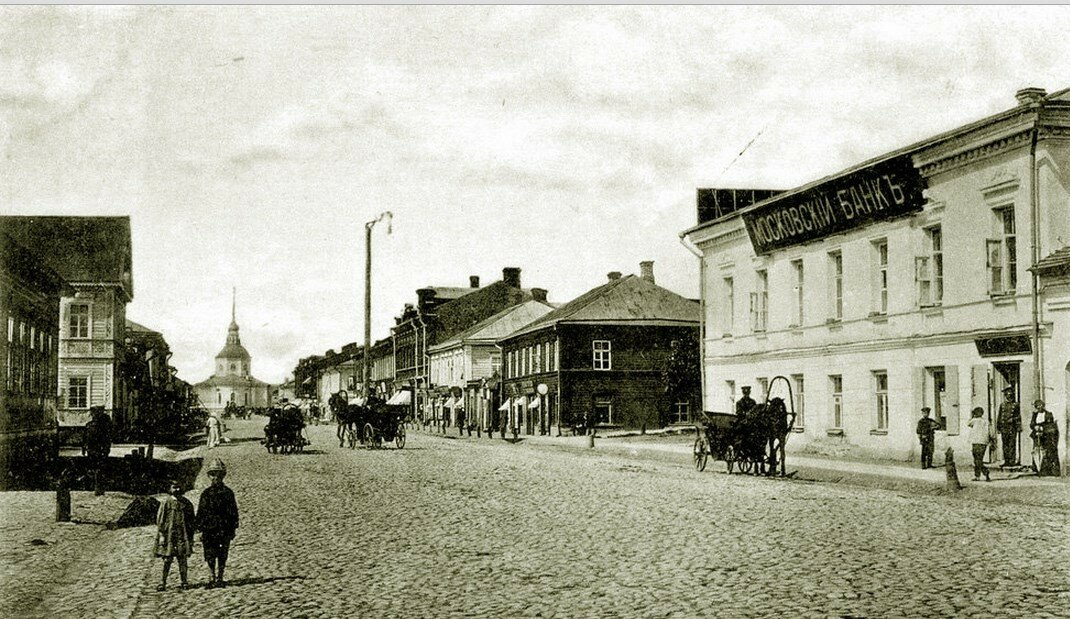 Вид на Троицкий собор с Полоцкой улицы