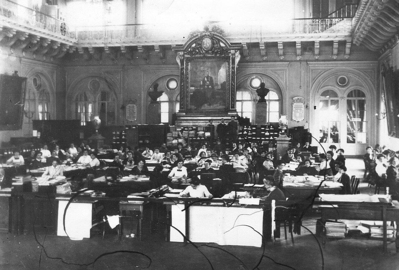Составление списков выборщиков в Четвертую Государственную думу в зале Городской думы. 14 октября 1912