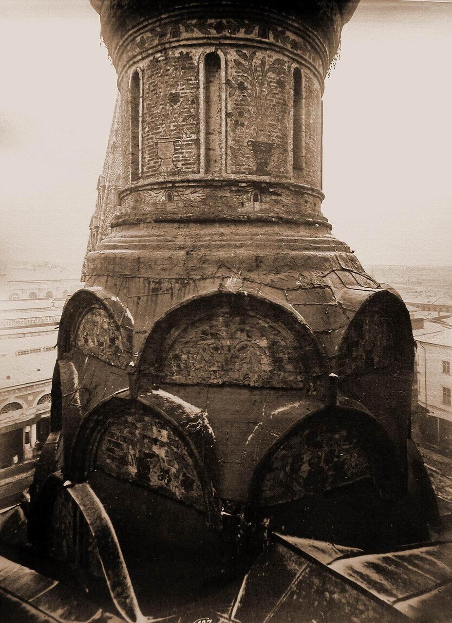 Вид барабана одной из глав юго-восточного придела Покровского собора