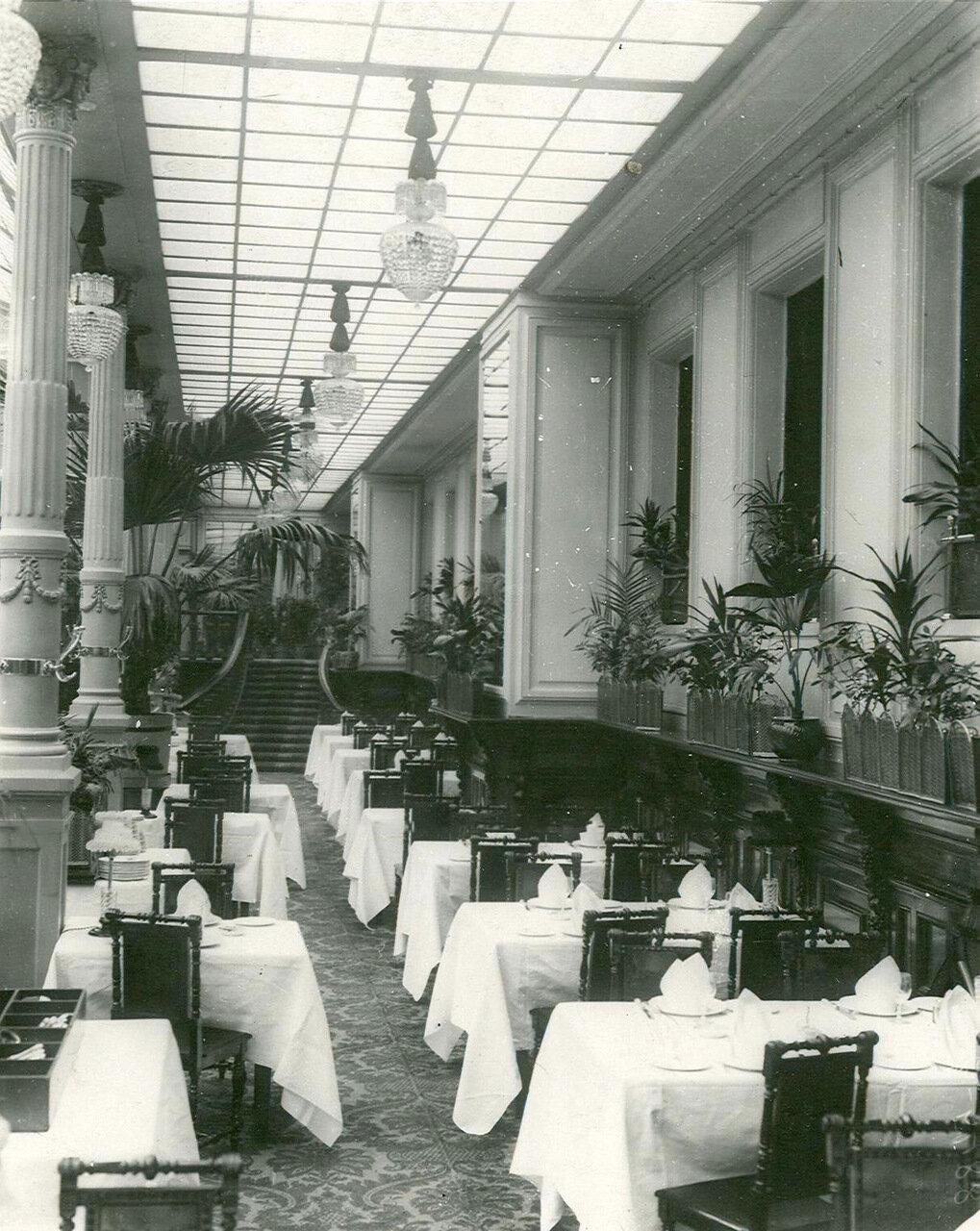 Часть Большого зала ресторана