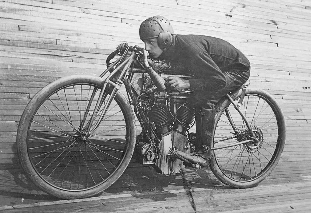 classic-motorcycles-the-history-of-board-track-racing.jpg