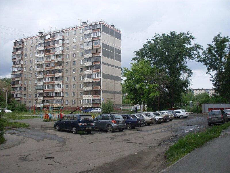 Городской пейзаж. Вид на жилой дом.