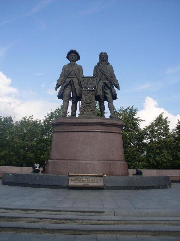Прогулка по Екатеринбургу. Памятник основателям Екатеринбурга Татищеву и де Геннину.