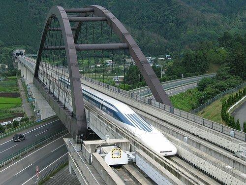 В Японии испытали самый быстрый поезд на магнитном подвешивании (видео)