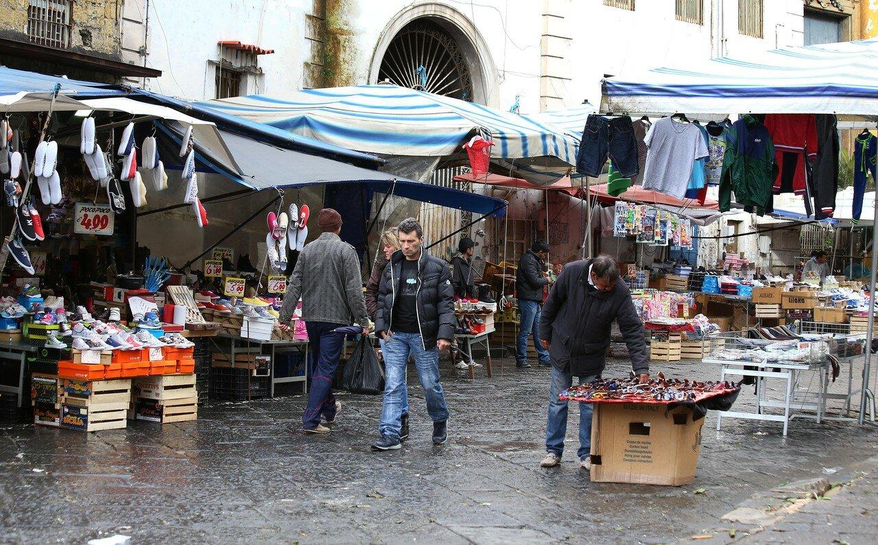 Неаполь. Рынок на площади Сант-Анна-а-Капуана