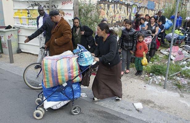 """Одна из ромских семей под охраной спецбатальона """"Шторм"""" вывезла свое имущество из Лощиновки - Цензор.НЕТ 7114"""