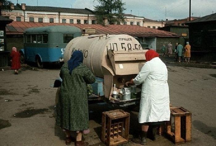 Молочница на рынке, 1966 год.