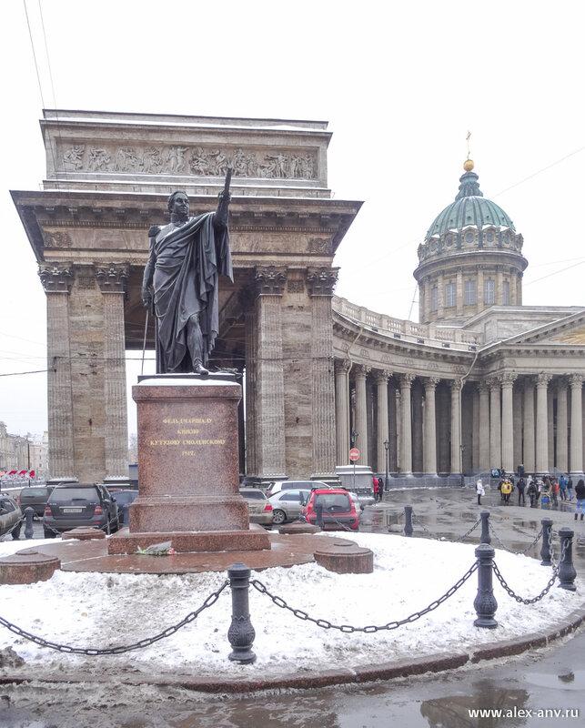 Казанский собор и памятник Кутузову.