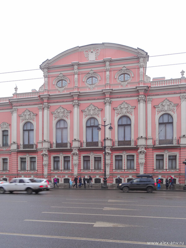 Снова дворец Белосельских-Белозерских.