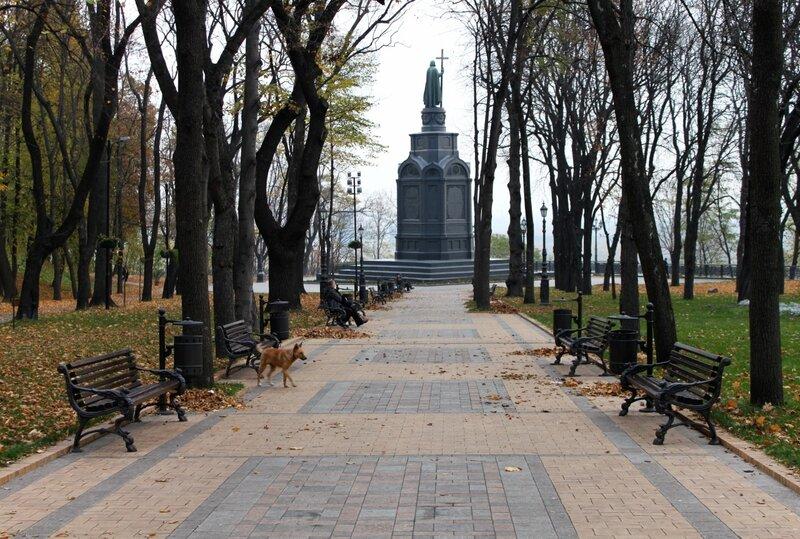 Аллея к памятнику Владимиру