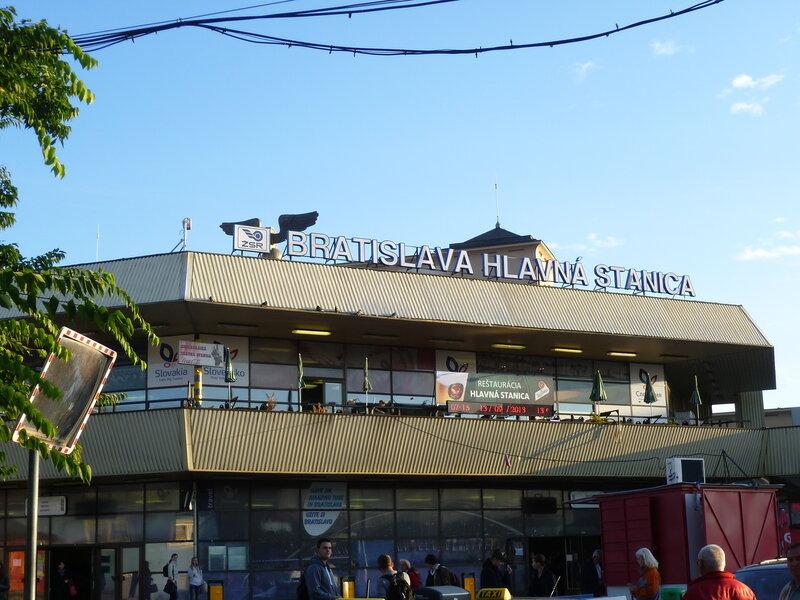 Железнодорожный вокзал Братиславы, Словакия (The train station in Bratislava, Slovakia)