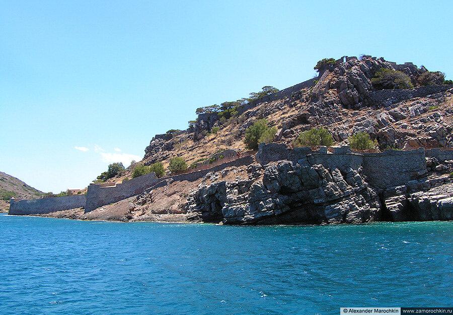 Вид на восточную часть острова Спиналонга с моря