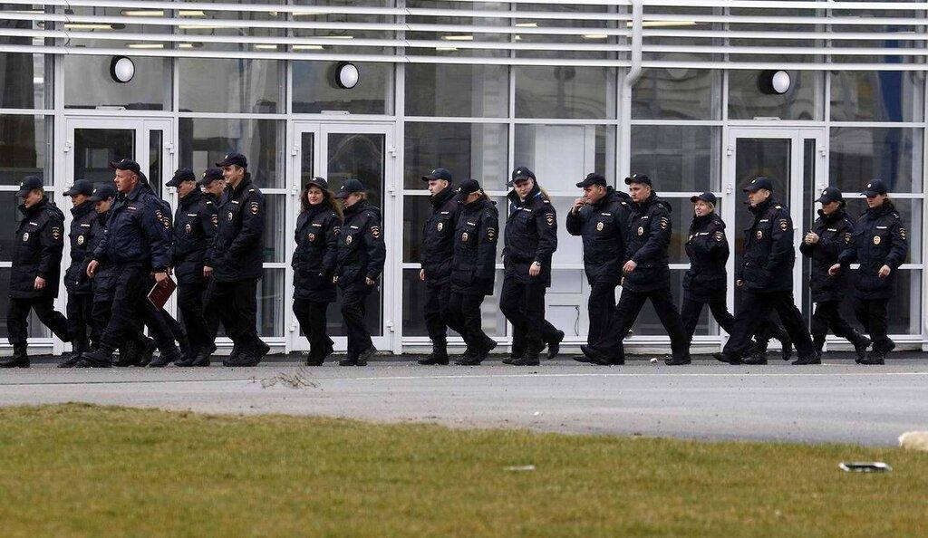 Колонны полицейских, собранных из разных частей страны (2)